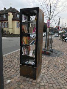 Öffentliches Bücherregal